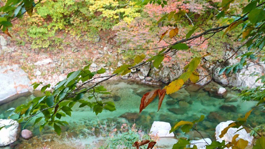 小安峡温泉、紅葉、渓流、温泉